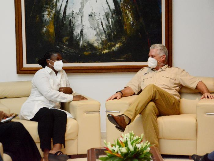 HAVANA, Cuba, Sep 15 (ACN) Cuban President Miguel Díaz-Canel Bermúdez met on Tuesday afternoon with Gail Walker, executive director of the Interfaith Foundation for Community Organization IFCO/Pastors for Peace.